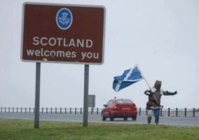 knight welcomes you to Scotland dr heckle funny wtf signs